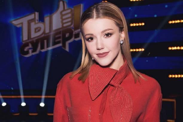 Юлианна Караулова едва не опозорилась прямо на сцене