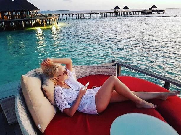Полина Гагарина эстетично раздвинула ноги на Мальдивах