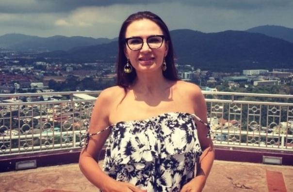 Эвелина Бледанс сняла видео, выставив грудь в неприглядном свете
