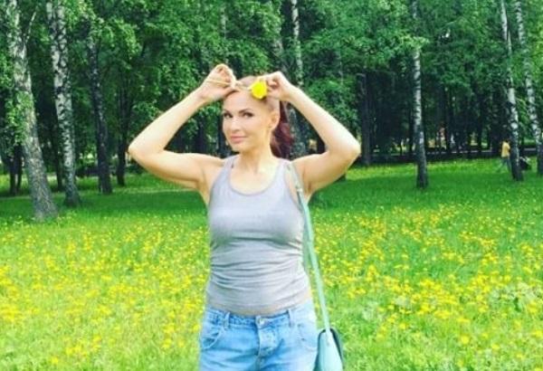 Эвелина Блёданс опубликовало в блоге еще одно видео, сделав акцент на груди