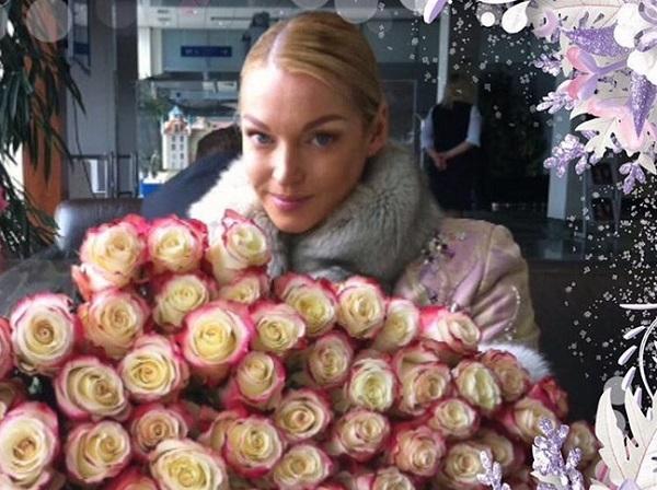 Свой день рождения Анастасия Волочкова начала с объявления конкурса на видео-жабу