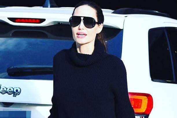 Поклонники пришли в ужас от костлявых ног Анджелины Джоли