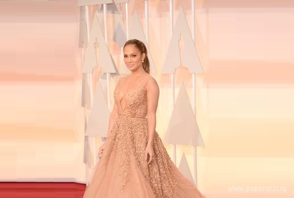 Пока кино-академики определяли самых достойных в кино-индустрии, эксперты моды успели определить лучшие и худшие наряды на красной дорожке церемонии Оскар