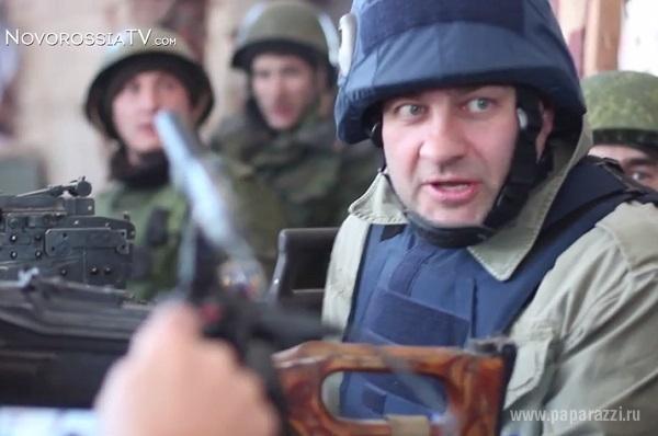 Актер Михаил Пореченков пострелял из пулемета в аэропорту Донецка