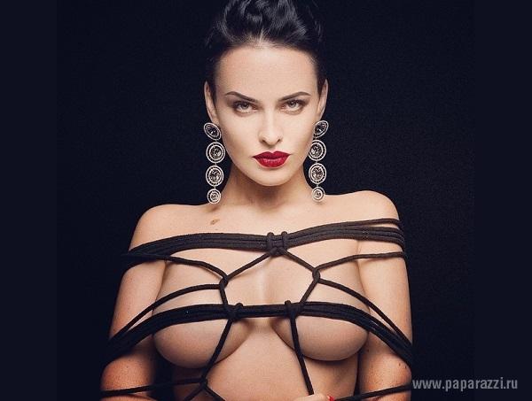 Даша Астафьева выразила протест по поводу бана ее аккаунта за обнаженные фото
