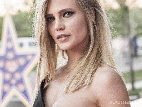 Наташа Ионова станцевала под красивую музыку в нижнем белье (видео)