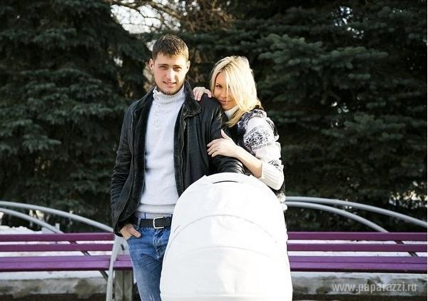 Участники Дома-2 Элина Камирен и Александр Задойнов впервые показали дочку