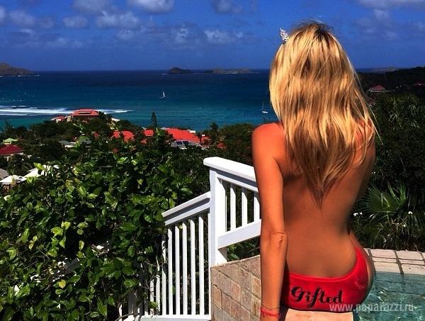 Приехав на Мальдивы, Виктория Лопырева выложила снимок своей груди топлесс
