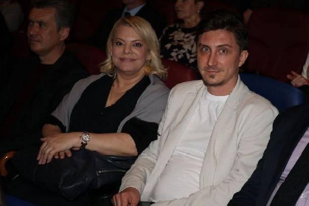 Яна Поплавская не спешит связать себя узами брака с молодым избранником