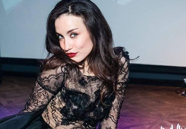 Виктория Дайнеко опубликовала пикантный снимок в сорочке