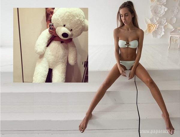 фото голые девочки раздвигают ножки