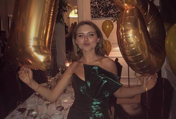 Стеша Маликова стала прятать своего бойфренда