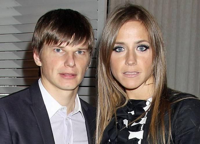 Анна Хилькевич и Рита Дакота поздравили Влада Соколовского с открытием ресторана