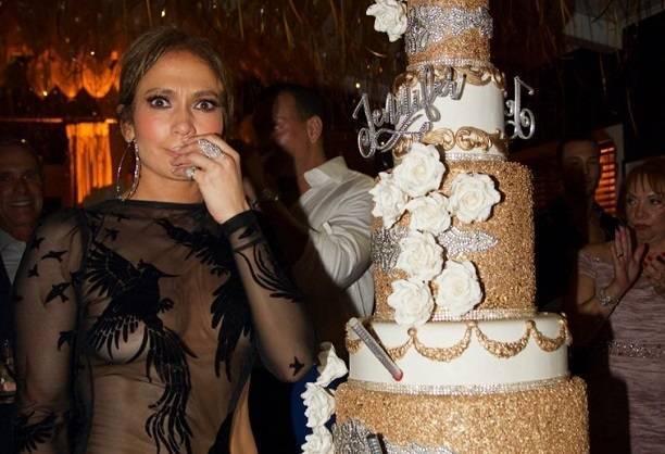 Дженнифер Лопес пришла на вечеринку в голом платье без нижнего белья