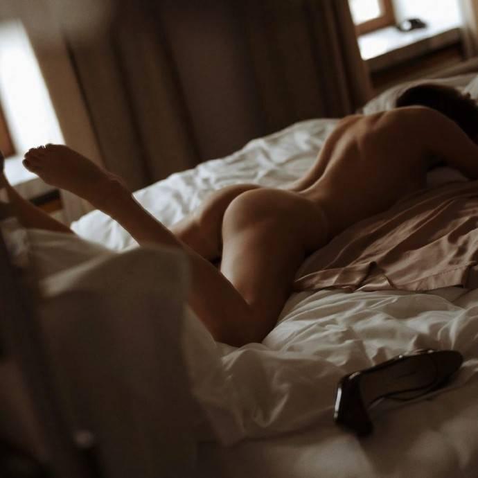 Голая попка Оксаны Лаврентьевой дала старт новому флешмобу