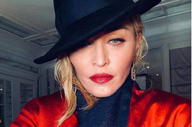 Мадонна приняла участие в фотосессии в одном кружевном белье