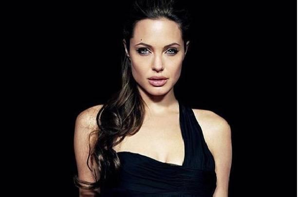 Анджелина Джоли возмущена общением Брэда Питта с Дженнифер Энистон