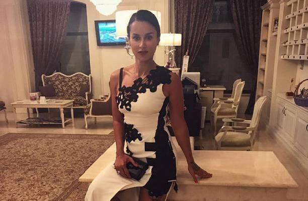 Тина Канделаки поделилась снимками в бикини