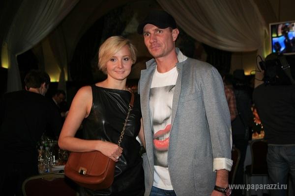 Оксана Домнина женила на себе Романа Костомарова