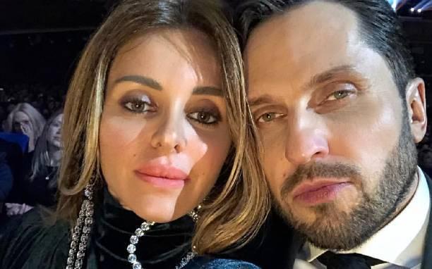 Александр Ревва с супругой сделали фото, сняв штаны
