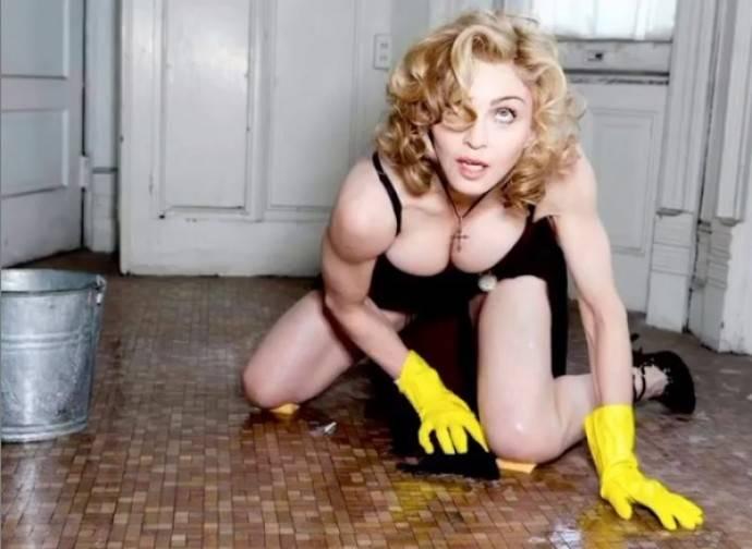 Мадонна опубликовала свое фото в прозрачном белье
