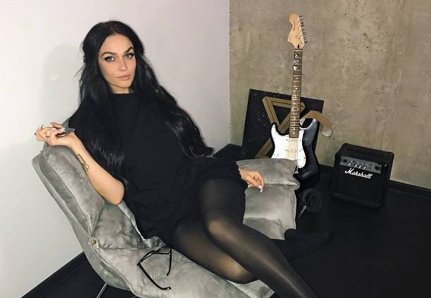 Алена Водонаева страдает вуайеризмом и проявляет неподдельный интерес к пенисам животных