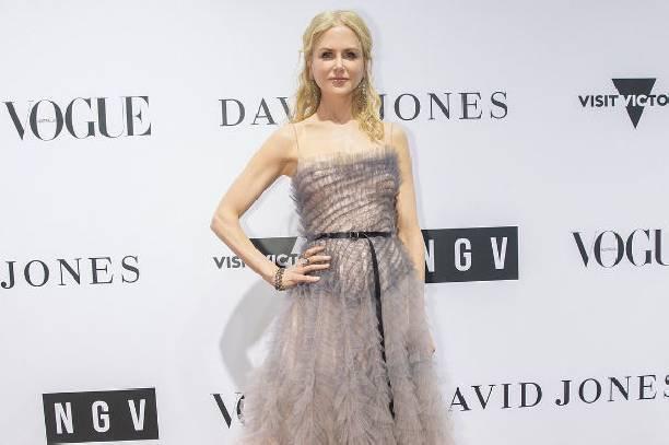Николь Кидман засветила грудь в прозрачном платье