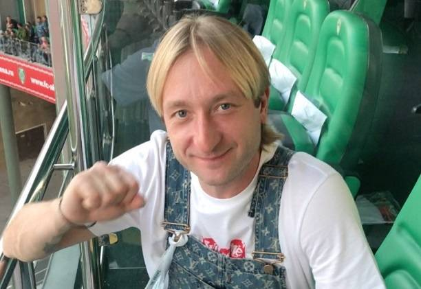 Евгений Плющенко произвел фурор своим комбинезоном для «будущих мам»