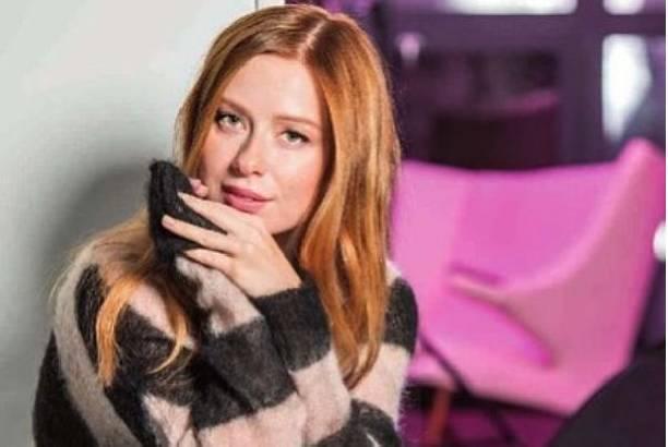 Юлия Савичева впервые после родов отправилась на гастроли