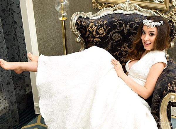 Беременная Виктория Дайнеко выложила сонный снимок из кровати