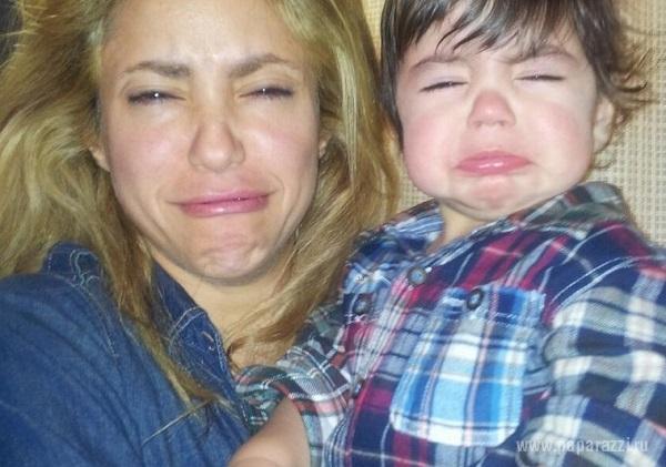 Шакира выложила смешные новогодние фото с сыном