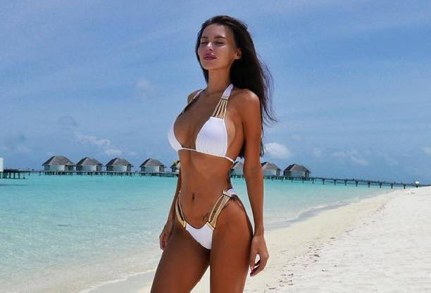 Оксана Самойлова восхитила фигурой в бикини