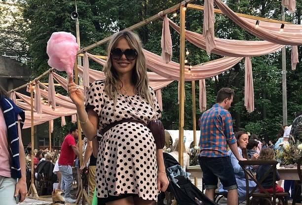 Анна Хилькевич сделала первую фотосесию с новорожденной дочерью
