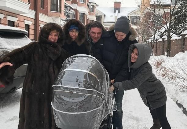 Мама Ксении Собчак считает, что она издевается над ребенком