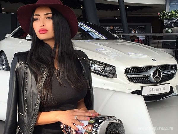 Нита Кузьмина не смогла выбрать Мерс и БМВ