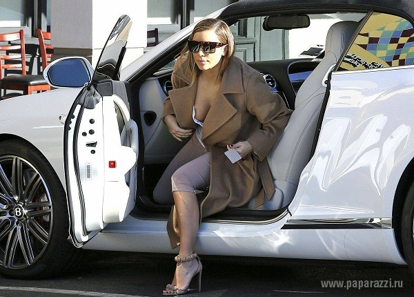 Ким Кардашиан вышла из дома без нижнего белья