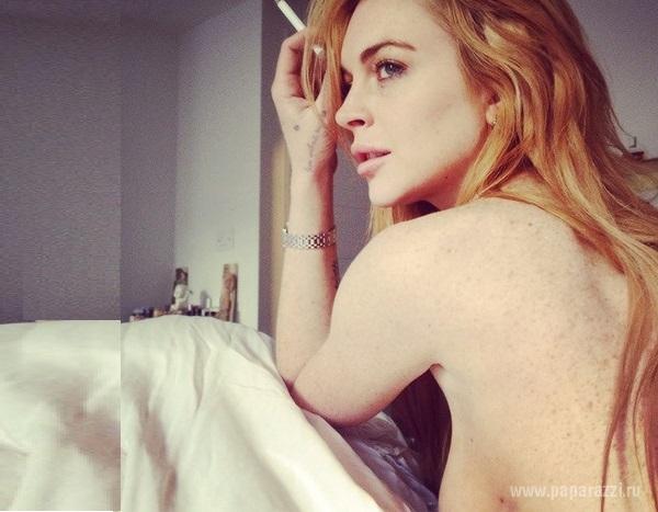 Линдси Лохан полностью обнажила грудь в своем блоге