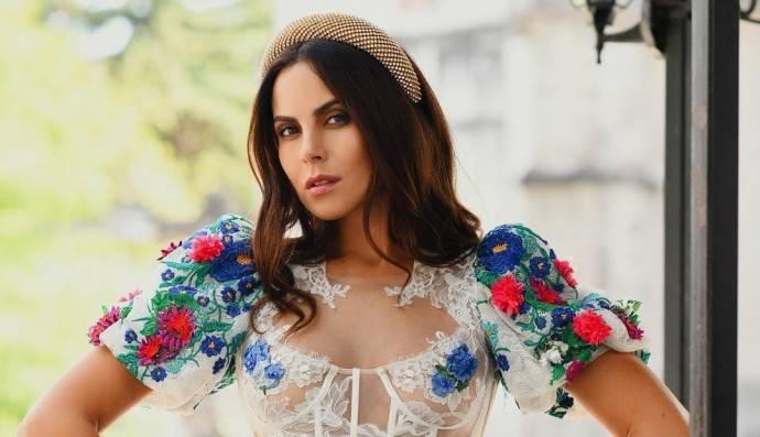 Настя Каменских вышла на улицу Мехико в платье из прозрачной ткани