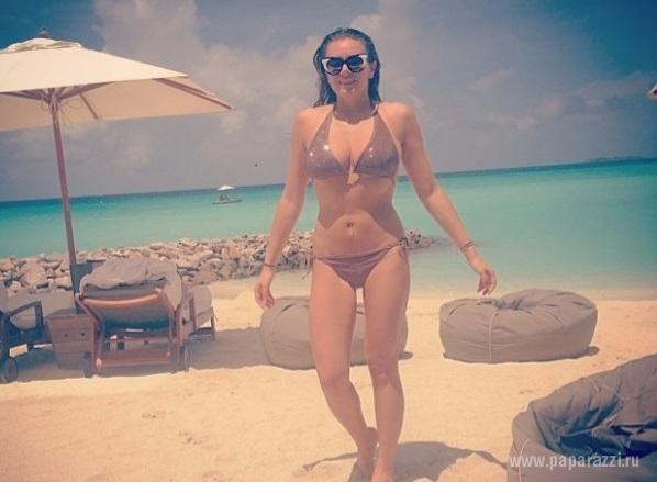 Вика на пляже разделась онлайн