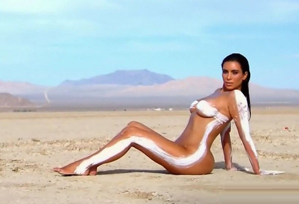 Ким Кардашян полностью обнажилась для своего нового шоу