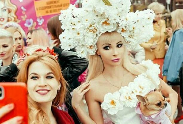 Русская Барби Татьяна Тузова возглавила парад блондинок