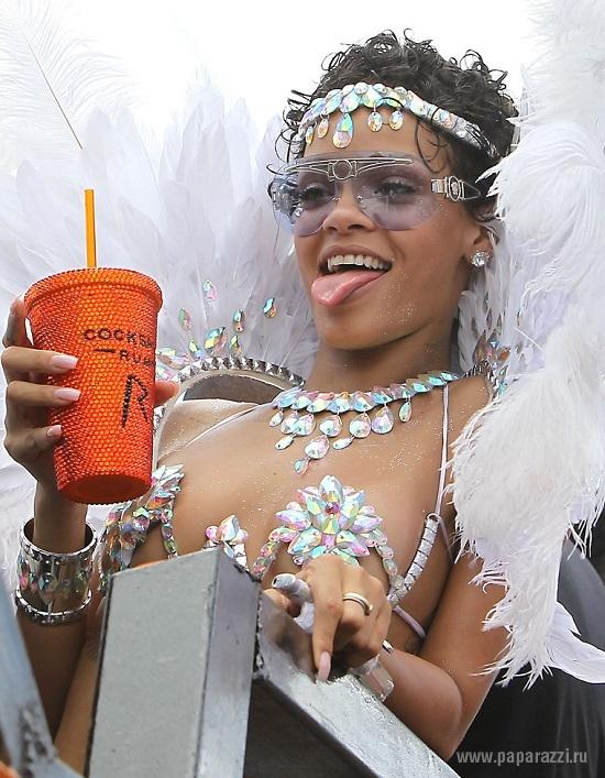 Рианна напилась и облила зрителей на празднике