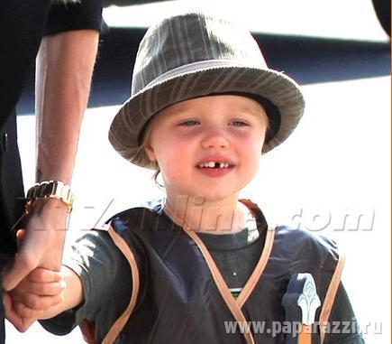 Дочь Джоли и Питта превращается в сына