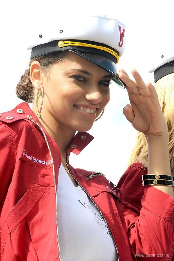 Адриана Лима купила яхту за миллион долларов