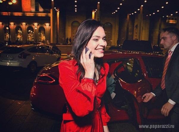 Аделина Сотникова не сняла гипс, но вернулась на лед