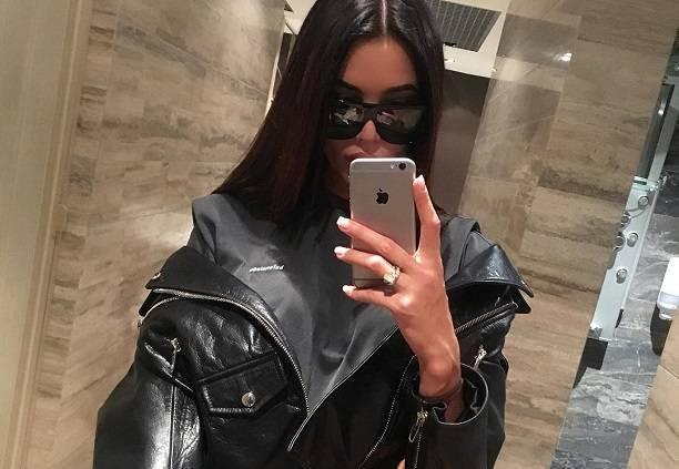 Анастасия Решетова попыталась выглядеть круто, надев на себя целлофановый мешок
