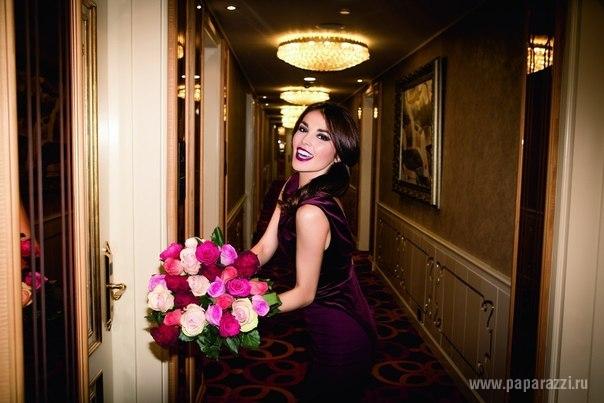 Сати Казанова решила развлечься в номере шикарного отеля