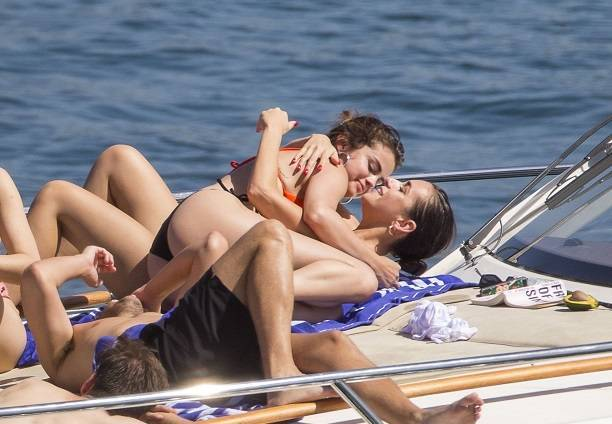Папарацци стали свидетелями любовных забав Селены Гомес с другой девушкой