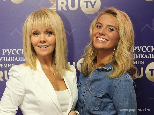 Валерия с дочкой Анной Шульгиной дали возможность полюбоваться своими ножками