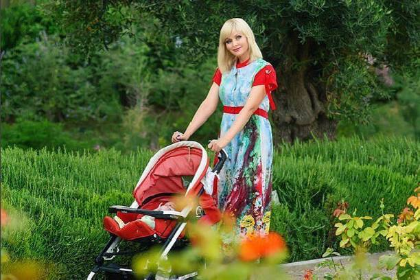 Натали продемонстрировала шикарную фигуру в бикини после родов